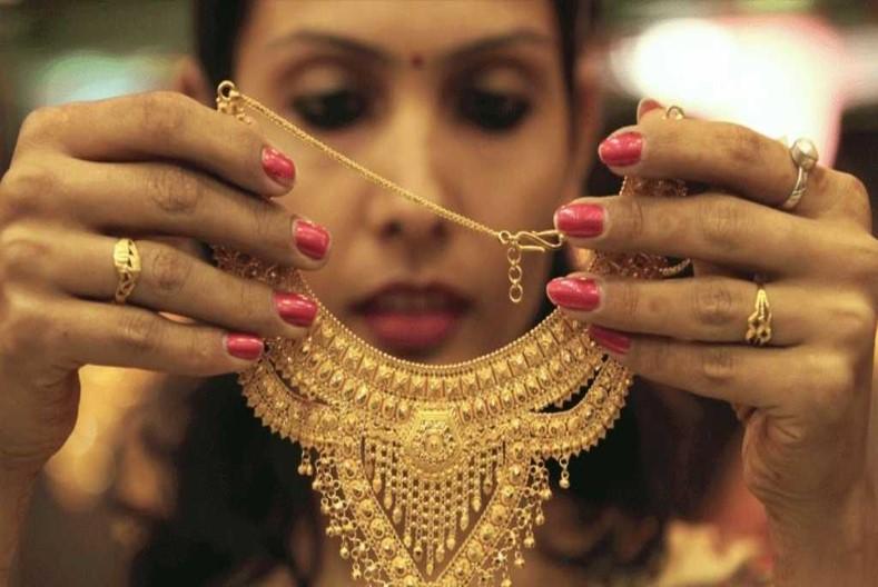9200 रुपए सस्ता मिल रहा सोना, कीमत में आई भारी गिरावट, चांदी भी हुआ सस्ता