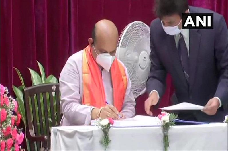 बसवराज बोम्मई बने कर्नाटक के नए मुख्यमंत्री, सीएम पद की ली शपथ