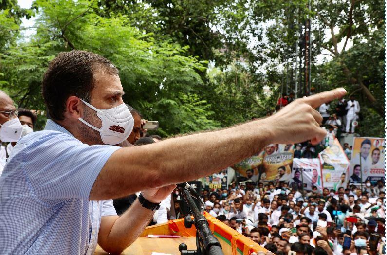 'क्या संविधान के अनुच्छेद 15 और 25 भी बेच दिए', आदिवासी को वाहन से घसीटे जाने के बाद राहुल गांधी ने साधा सरकार पर निशाना