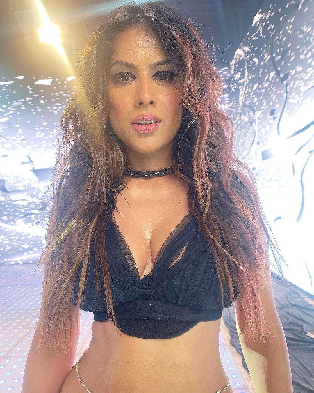 Nia Sharma Latest Photos: निया शर्मा ने ब्लैक ड्रेस में शेयर की तस्वीरें, बोल्ड और ग्लैमरस लुक ने लोगों को बनाया दीवाना