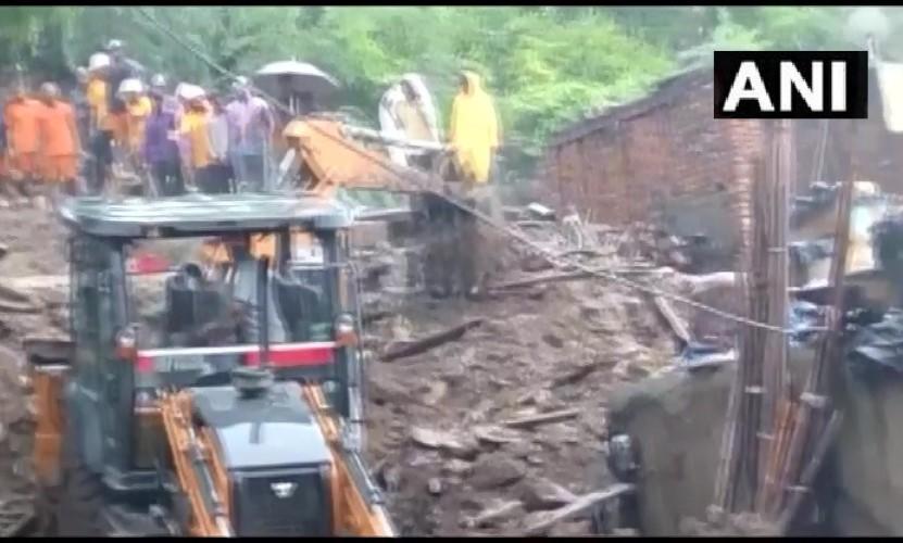 मूसलाधार बारिश के चलते ढह गया मकान, दबकर 7 लोगों की मौत