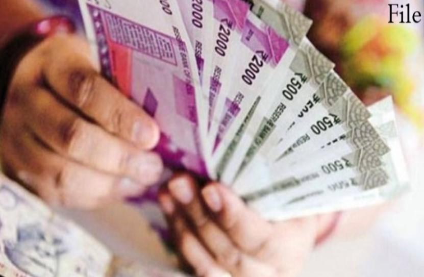 7th Pay Commission: सरकारी कर्मचारियों के खाते में 2,18,200 रुपए ट्रांसफर करेगी मोदी सरकार, अगले महीने आ सकता है पैसा