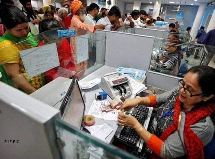 RBI ने बदला नियम! बैंक में चेक देने से पहले इस बात का रखें ध्यान, वरना होगा नुकसान
