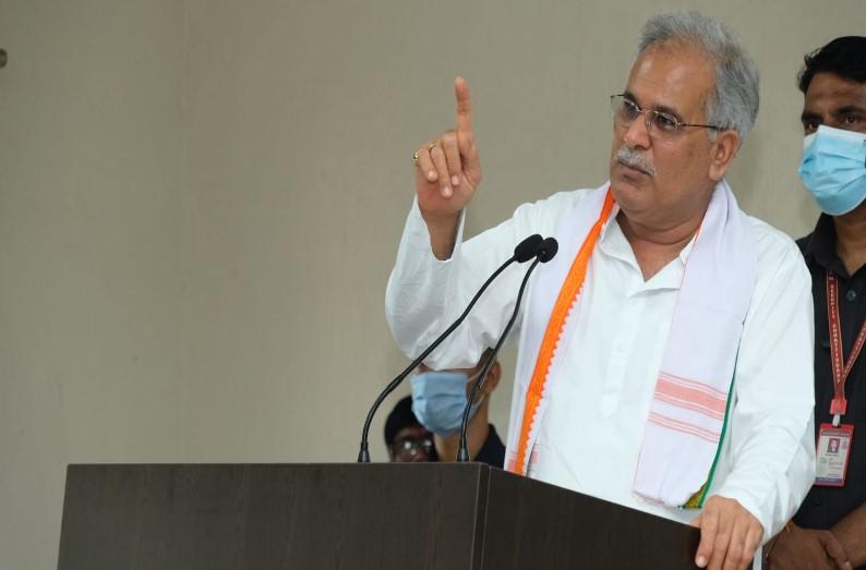 मुख्यमंत्री भूपेश बघेल बोले- रमन सिंह के पास नहीं कोई काम, BJP में सबकी कटने वाली है टिकट