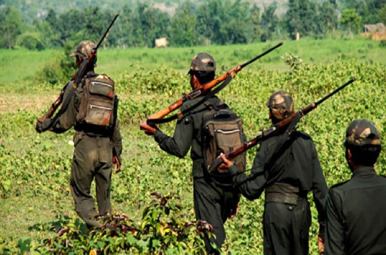 नक्सलियों का क्रांति सप्ताह, बड़ी संख्या में लगाए बैनर, ग्रामीणों में फैली दहशत