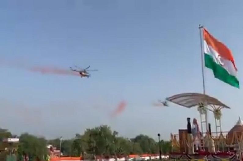 लाल किले पर पहली बार पुष्प वर्षा.. IAF हेलीकॉप्टर्स ने बरसाए फूल