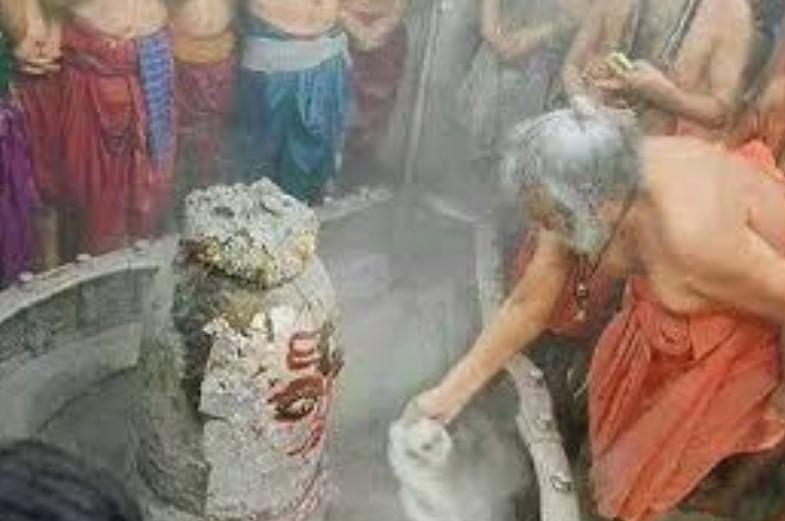 बाबा महाकाल की भस्म आरती में पिछले 250 साल से निभाई जा रही है ये परंपरा, जानकर आप भी रह जाएंगे हैरान