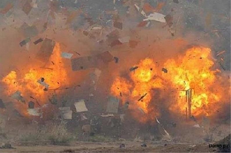 भाजपा सांसद के घर के बाहर बम विस्फोट, मची अफरातफरी, सत्ताधारी पार्टी पर लगाया हत्या की कोशिश का आरोप