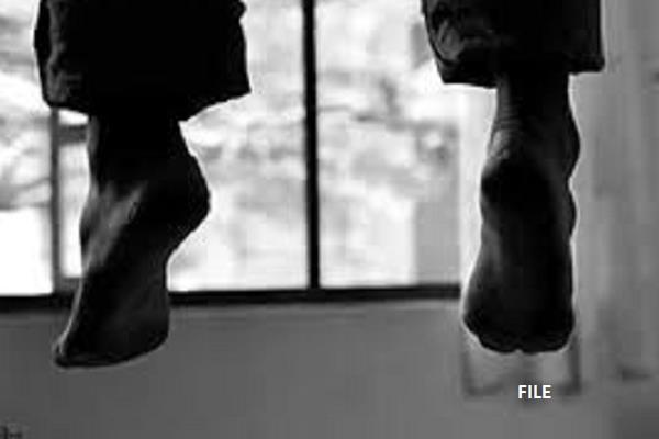 रायपुर में होटल के कमरे में डॉक्टर ने की खुदकुशी, फांसी के फंदे पर झूलते हुए मिली लाश