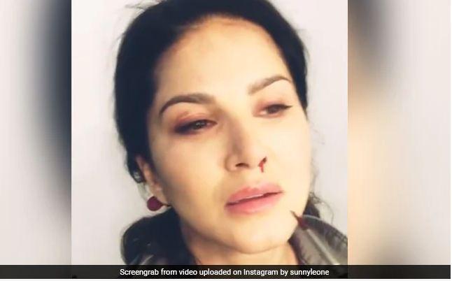 सनी लियोन की नाक से निकला खून, मेकअप आर्टिस्ट से इस तरह लिया बदला- देखें Video