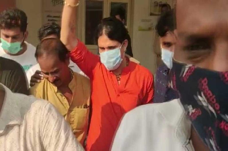 14 दिनों की न्यायिक हिरासत में भेजे गए आनंद गिरी और आद्या तिवारी, महंत नरेंद्र गिरी के सुसाइट में हुआ है दोनों का जिक्र