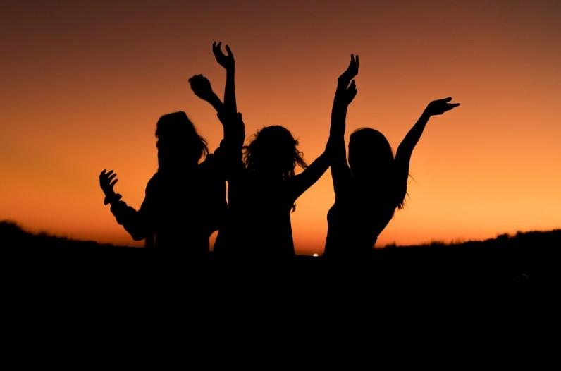 'अजब प्रेम की गजब कहानी' एक ही युवक से दिल लगा बैठी तीन सगी बहनें, चारो हुए फरार