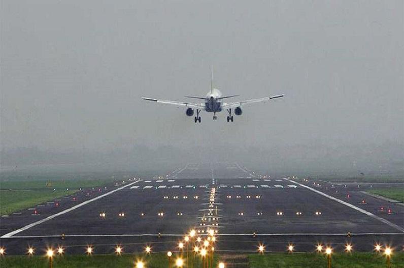 उड़ान भरते ही वापस लैंड कर गया रायपुर-दिल्ली एयर इंडिया का विमान, यात्रियों को तत्काल निकाला गया बाहर