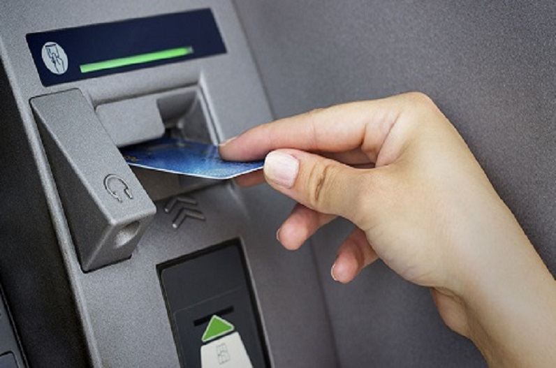 ATM से न निकले पैसा और खाते से कट जाए, 5 दिनों में नहीं हुई रकम वापसी तो बैंक को प्रति दिन की देरी पर लगेगा इतना जुर्माना