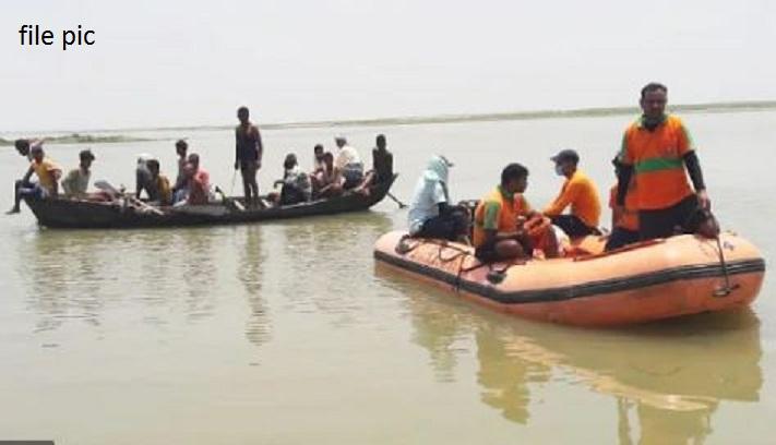 नदी में नाव पलटने से 11 लोगों की मौत, शवों को बाहर निकालने रेस्क्यू ऑपरेशन जारी