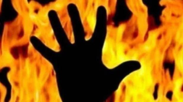 हादसा: बस और कार में सीधी टक्कर के बाद लगी आग, पांच लोग जिंदा जले