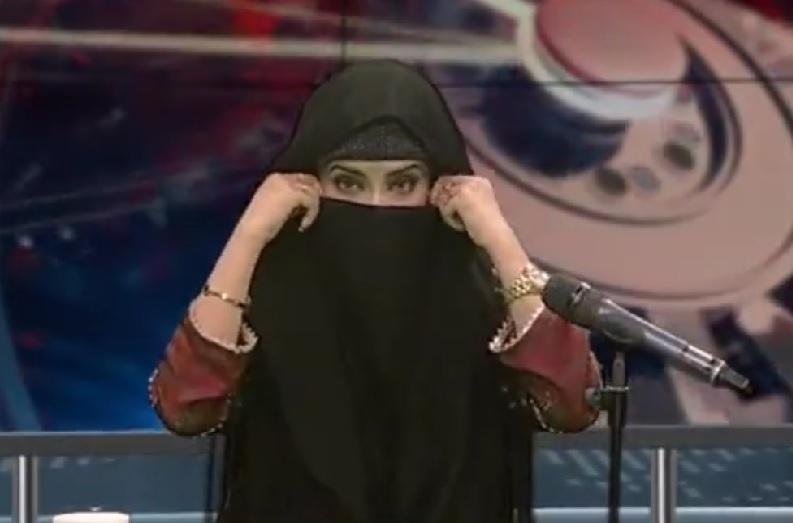पाकिस्तान के साथ पाक मीडिया में भी चढ़ा तालिबानी रंग.. न्यूज एंकर ने LIVE डिबेट शो में पहन लिया हिजाब.. वीडियो वायरल