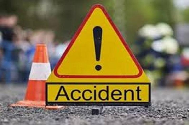 सवारी वाहन और ऑटो की टक्कर में 5 की मौत, हादसा देख सहम गए लोग
