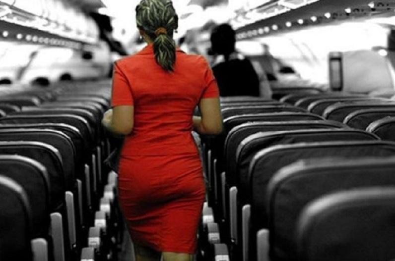 फ्लाइट में सफर के दौरान शर्मनाक हरकत, एक ही सीट पर आकर संबंध बनाने लगा कपल, पीछे बैठे यात्री ने वीडियो बनाकर किया वायरल