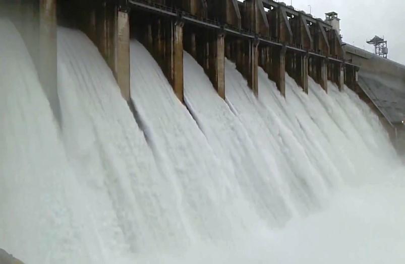 मूसलाधार बारिश के बाद लबालब हुआ मिनीमाता बांगो बांध, खोले जा सकते हैं गेट, प्रशासन ने नदी किनारे वाले गांवों को किया अलर्ट