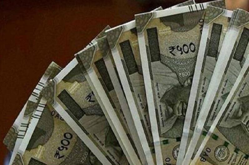 दीपावली से पहले सरकारी कर्मचारियों को मिल सकता है बड़ा तोहफा,फिर बढ़ जाएगी सैलरी..जानिए नया अपडेट