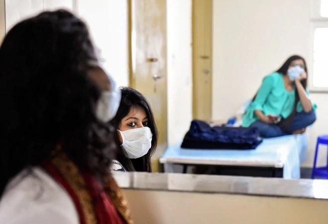 शहर में फिर बढ़ने लगे कोरोना के मरीज, इंदौर में मिले 32 संक्रमित, डेंगू के 16 नए केस मिले