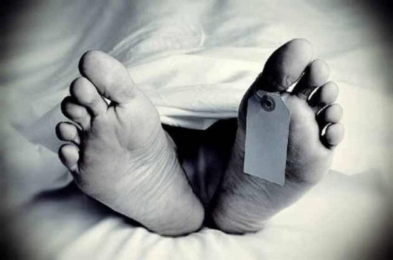 छत्तीसगढ़: नशे के लिए सिरप पीना पड़ा भारी, एक की मौत, झोलाछाप डॉक्टर और एक युवक की हालत गंभीर