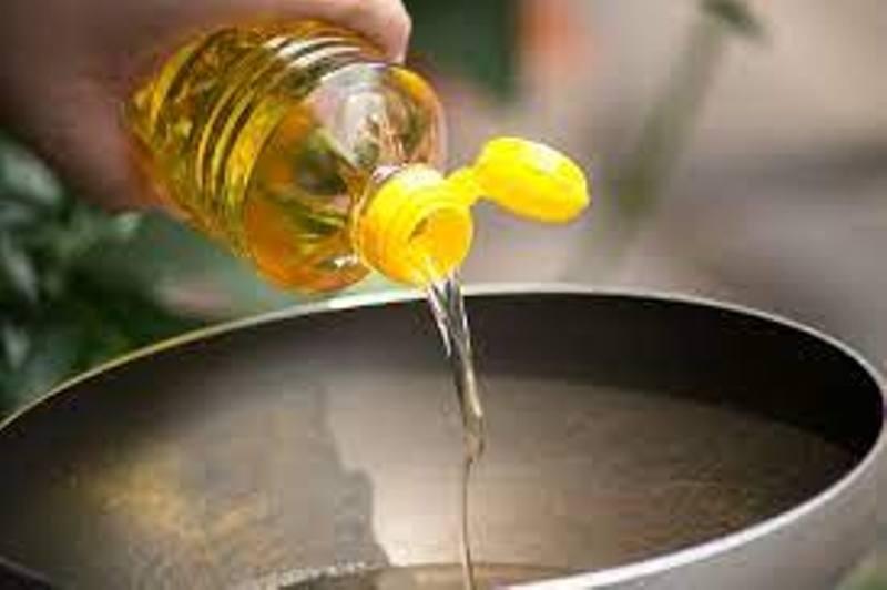 खाने के तेल में मिलावट है खतरनाक, अब घर बैठै आसानी से चेक करें, FSSAI ने ट्वीट कर दी जानकारी