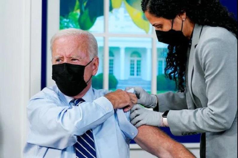 अमेरिकी राष्ट्रपति जो बाइडन ने लगवाया कोरोना का बूस्टर डोज, वैक्सीन नहीं लगाने वालों को लगाई फटकार