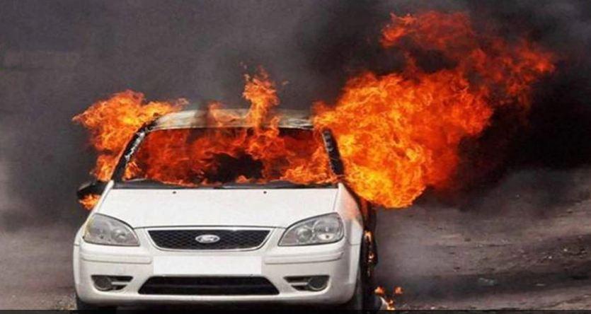भीषण सड़क हादसा: कार में जिंदा जले 5 लोग, कार के ऊपर चढ़ी तेज रफ्तार बस