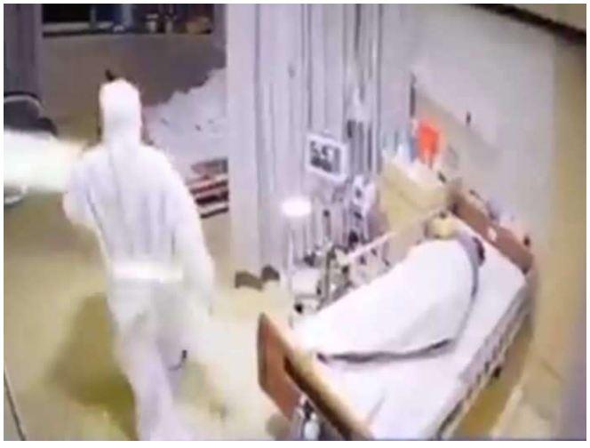 PPE किट में डॉक्टर को देख महिला के उड़े होश, कमजोर दिल वाले न देखें वीडियो..डर भी सकते हैं…