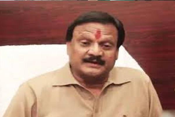 पूर्व मंत्री का बड़ा बयान, महंत गिरी की हत्या के पीछे केंद्र सरकार के बड़े लोगों का हाथ, 15 दिन में बदल जाएगा MP का राजनीतिक परिदृश्य