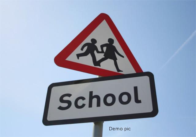 फीस को लेकर स्कूली छात्रा को प्रताड़ित करने का आरोप